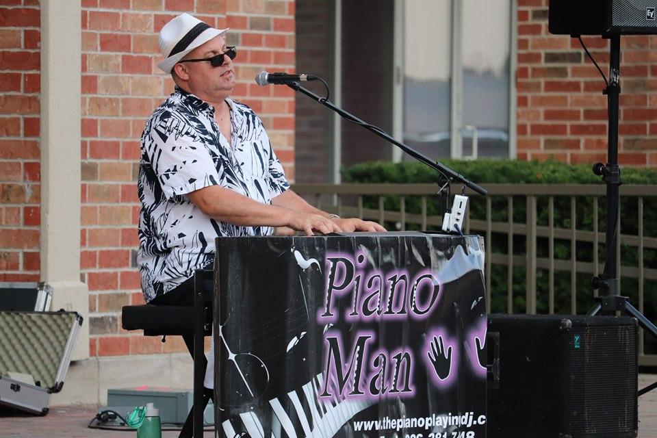 Mike Stoneman - Piano Man